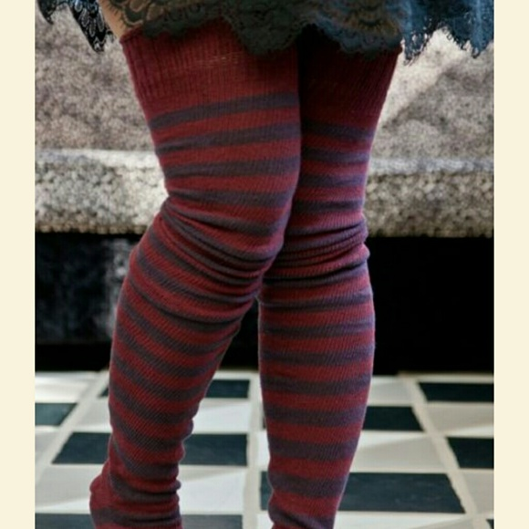 d666b99aa Striped thigh high socks. M 5a50ee8d05f430683300a47b